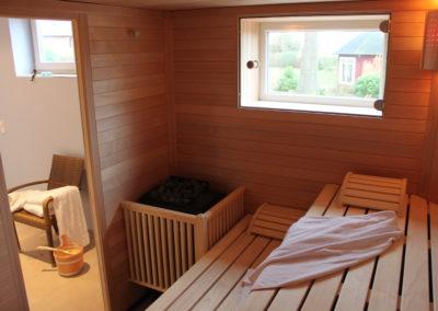 Unsere Sauna mit Aussicht in den Garten